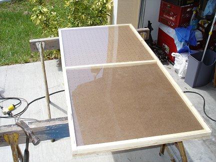Для защиты солнечной батареи от агрессивного воздействия климата и окружающей среды, используется оргстекло