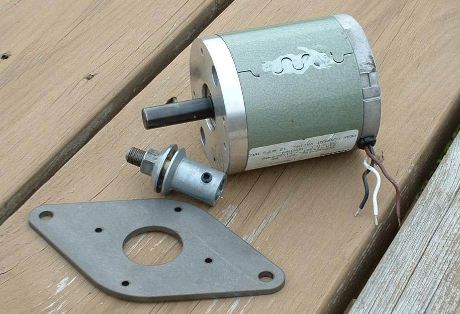 Подсоединив вольтметр, используя ручную тягу, было выработано немногим более в 9 В
