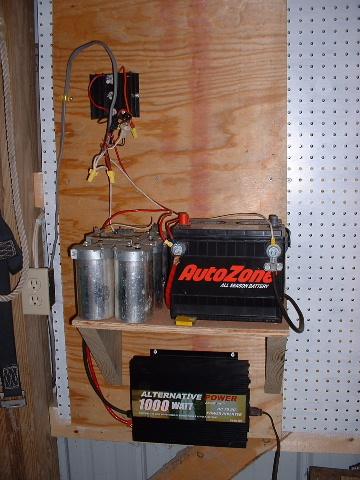 На фото сверху изображен старый аккумуляторный блок