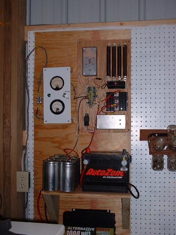 Для лучшей наглядности на доску с измерительными приборами была произведена установка вольтметра и амперметра