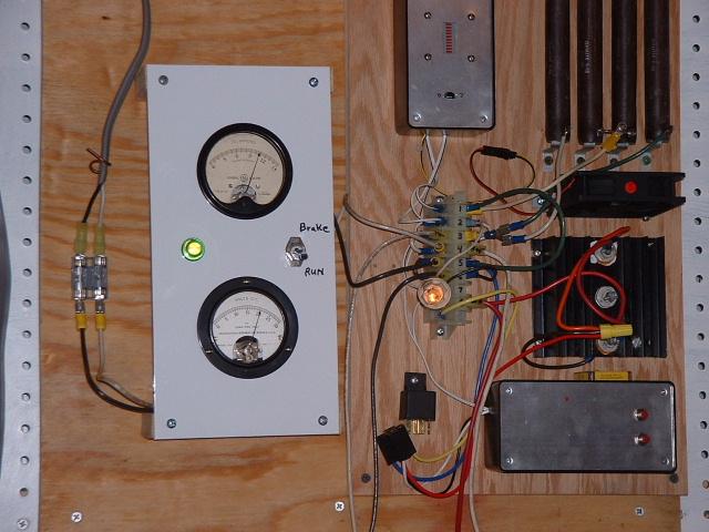 При силе ветра в 13 миль в час при напряжении 20В вырабатывается ток в 10 ампер